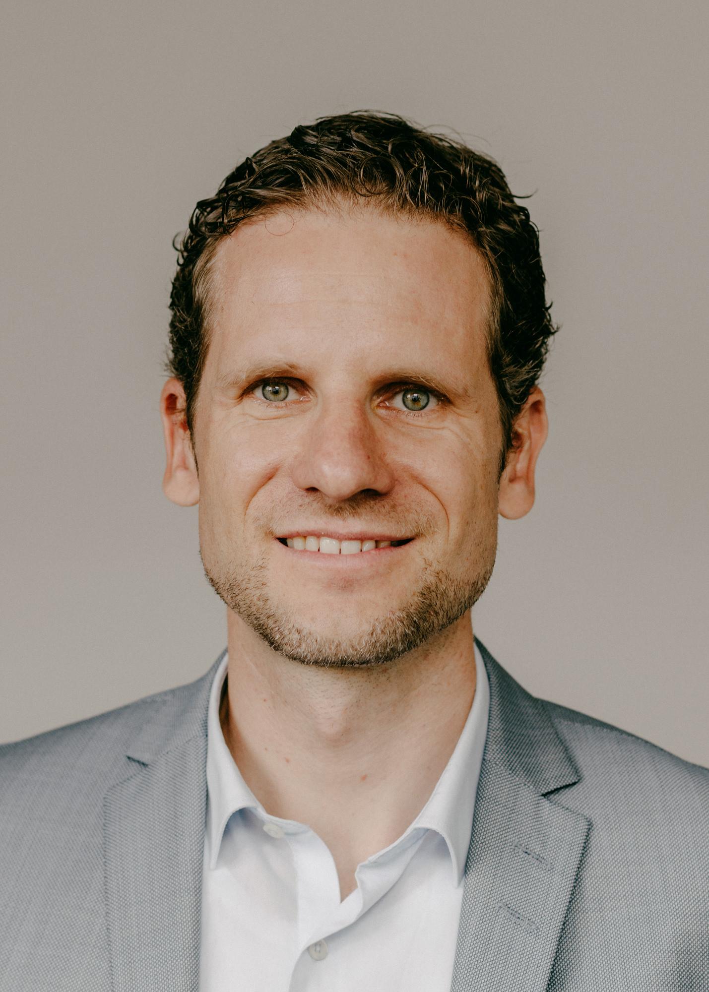 Prof. Dr. Florian Kunze, unser Ansprechpartner für Arbeitskultur und Führung im Arbeiten auf Distanz (Foto: privat)